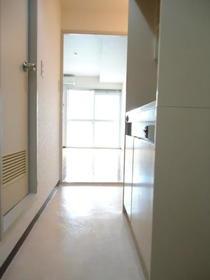 Y・Sアネックス 107号室の玄関