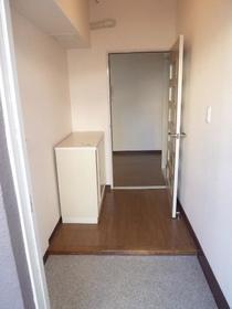 第1ニューライフ山下B棟 104号室の玄関