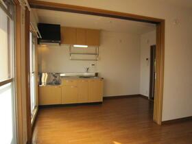 ポプラヶ丘コープ8号棟 405号室のリビング