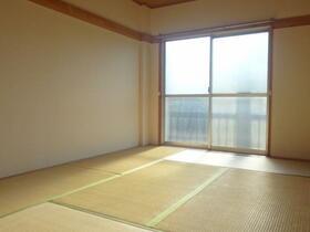 横田ハイツ 305号室のリビング