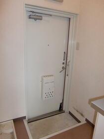 高峰コーポ 207号室の玄関