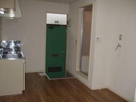 ヨシノM A-1号室の玄関