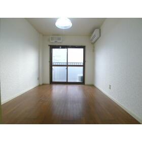 山口ビル 303号室のリビング