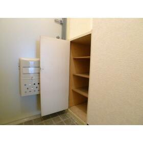 山口ビル 303号室の玄関
