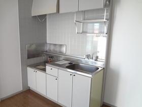 サンガーデン南町田C棟 102号室のキッチン