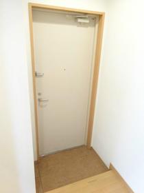 トリムビル 202号室の玄関