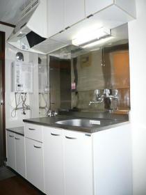 メゾンフジⅠ 202号室のキッチン
