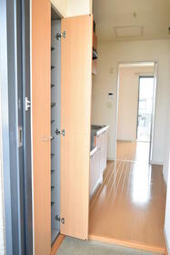 グランシードKB 204号室の玄関