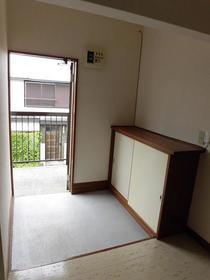 ハイツSTT 205号室の玄関