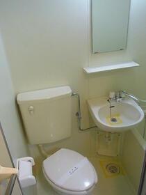 ジョイフル南林間第2 0102号室のトイレ