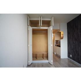 メゾン・ド・フィエール 208号室の収納