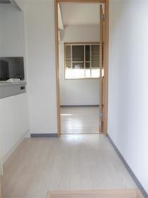 セゾン東林間 201号室の玄関