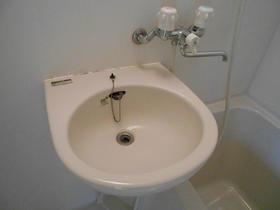 セゾン東林間 201号室の洗面所