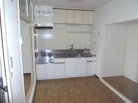 第1ニューライフ山下B棟 304号室のキッチン