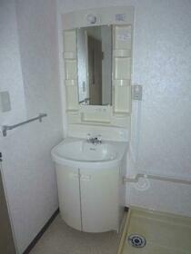 第1ニューライフ山下B棟 304号室の洗面所