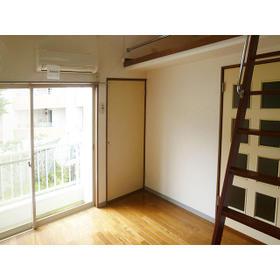 サンパレス21 202号室のリビング