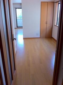湘南マンション 2-D号室の居室