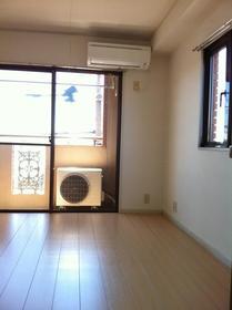 山康ビル 305号室の居室