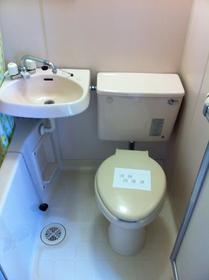 山康ビル 305号室のトイレ