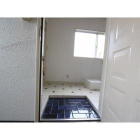 第二小島ビル 303号室の玄関