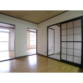 グリーンヴィラ桜ヶ丘 205号室のリビング