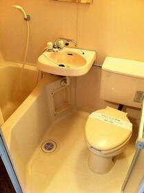 スリーエイト瀬谷 202号室の風呂