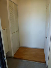アーバンM 202号室の玄関