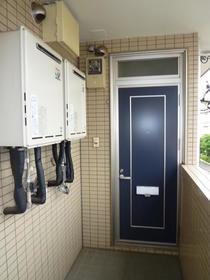 レスト 203号室の玄関