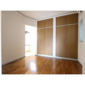 メゾン・エマーブル 101号室の玄関