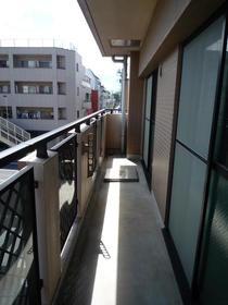 ライブ・トピア寺町 501号室のバルコニー
