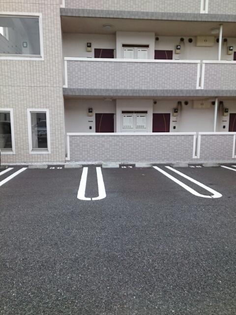 アタラクシア 03190号室の駐車場