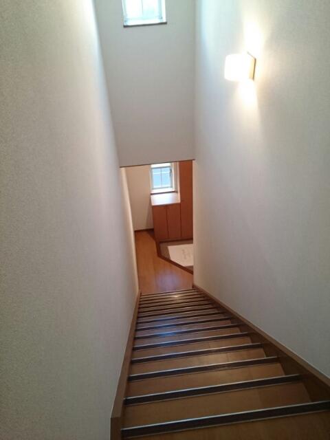 メゾントゥボヌ-ル 02010号室の玄関