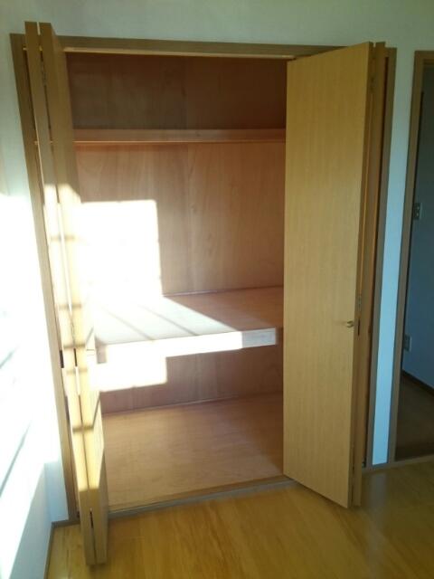 メゾントゥボヌ-ル 02010号室の収納