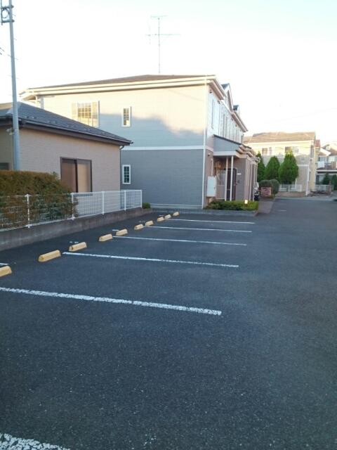 メゾントゥボヌ-ル 02010号室の駐車場