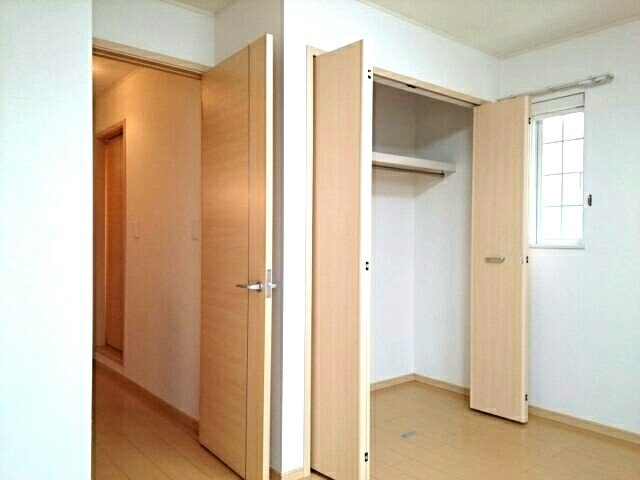 スリールダンジュⅡ 02040号室の収納