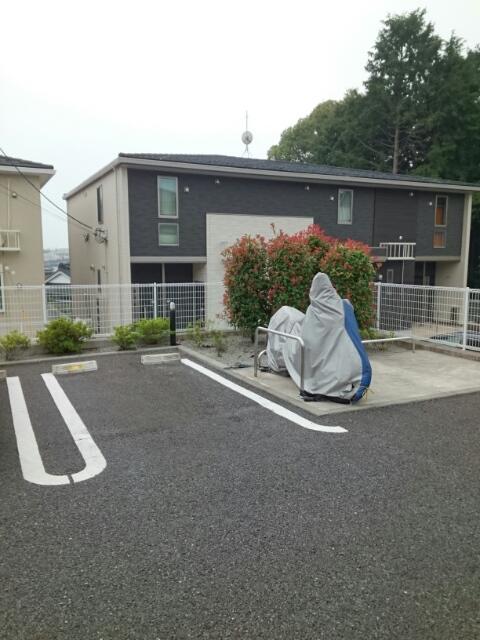 エアリーテラス 02030号室の駐車場