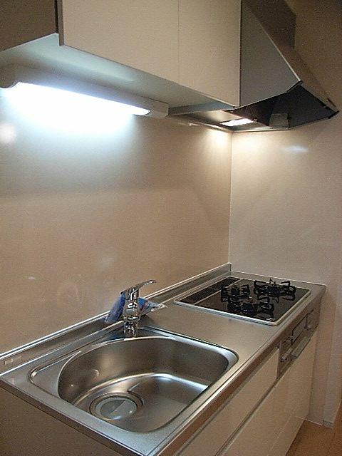 ローレルⅡ 01030号室のキッチン