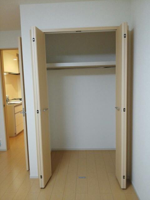 ローレルⅡ 01030号室の収納