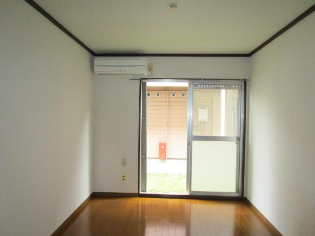 成江ビレッジ 105号室のリビング
