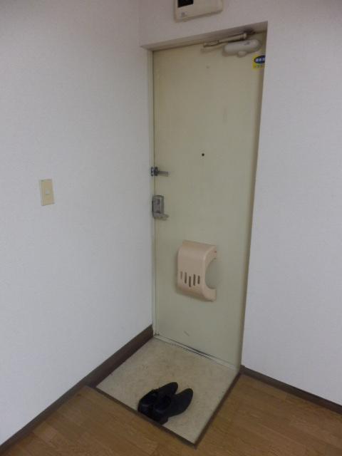 シルクハウス 102号室の玄関