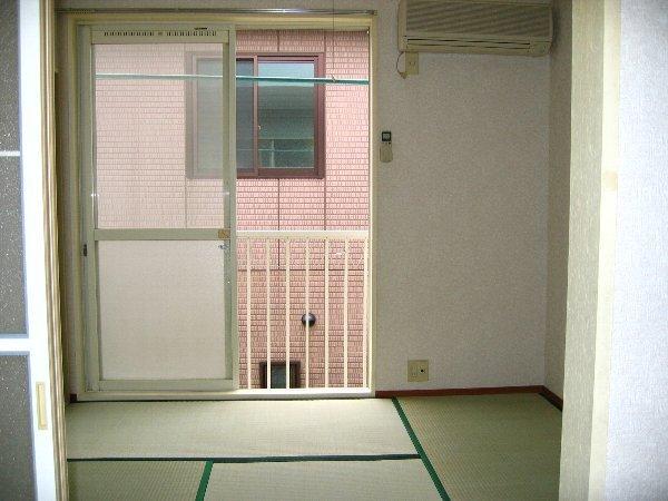 プラザタキ 203号室のリビング