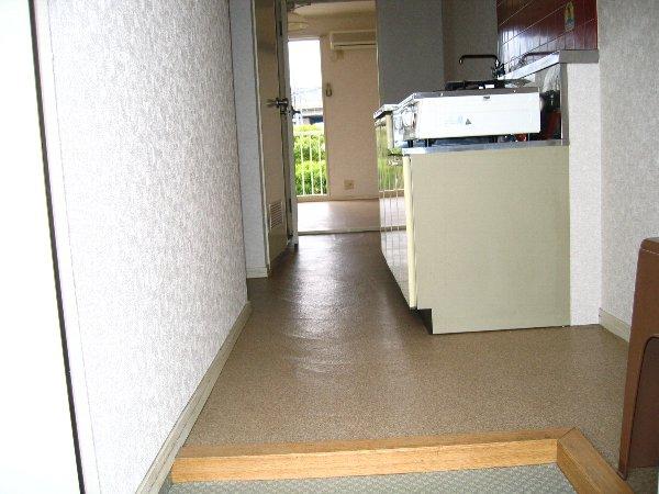 プラザタキ 203号室の玄関