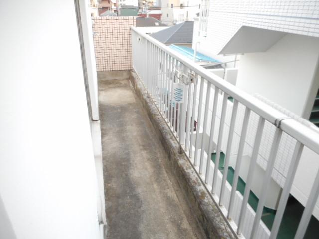青木マンション 401号室のバルコニー