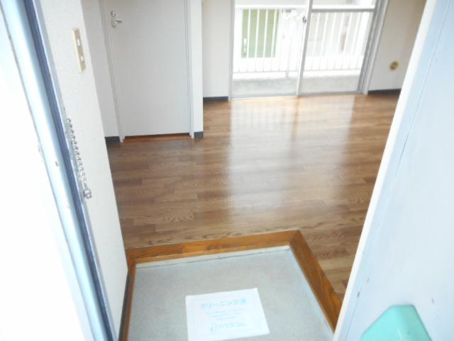 青木マンション 401号室の玄関