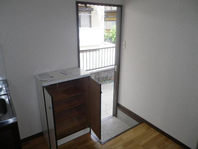 グランデュール芝山 102号室の玄関