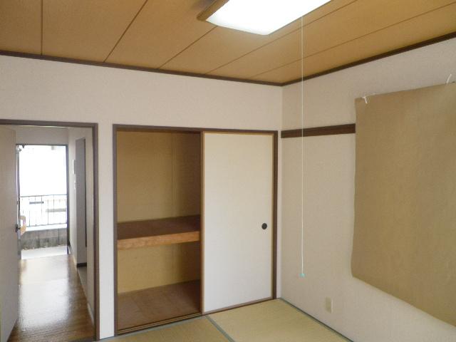 グランデュール芝山 102号室の収納