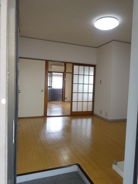 佐久間ハイツA棟 203号室の玄関