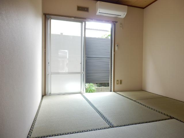 ハイツ梨花 102号室の居室