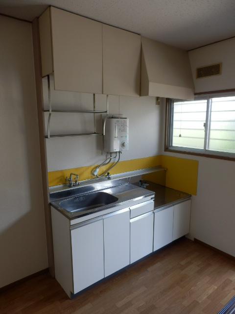 ハイツ梨花 102号室のキッチン