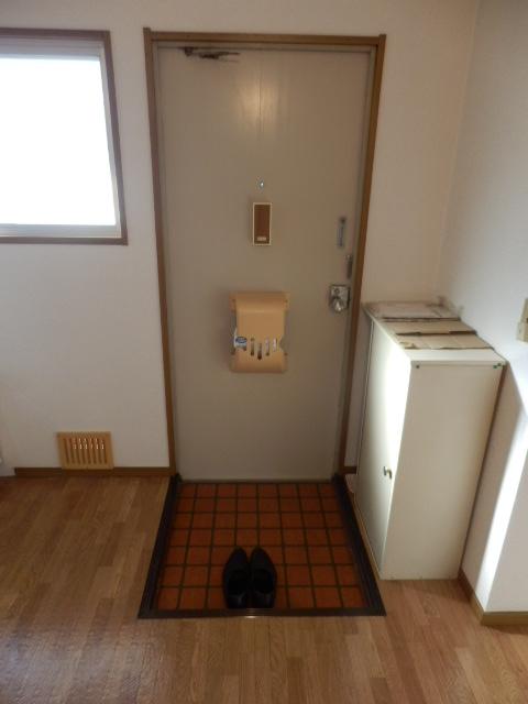 ハイツ梨花 105号室の玄関